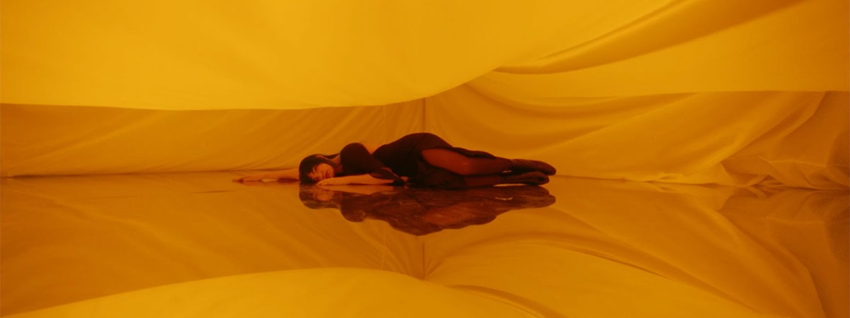 Yellow backlit backdrop to dress up the Hiroshima videoclip
