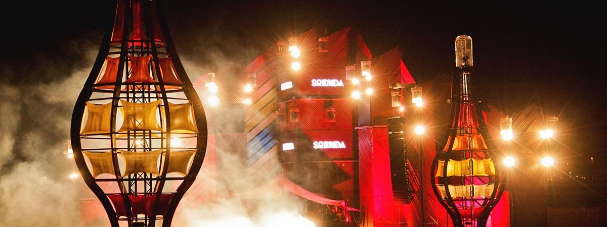Eye-catching light pillars @ Soenda Festival ft. stretch fabrics by ShowTex.
