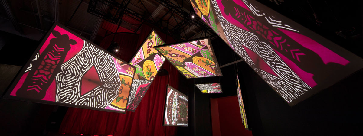 Immersive projections on retro projection screens